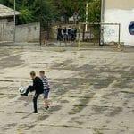 Diler uhapšen ispred škole dok su se deca igrala u dvorištu