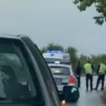 ZASTRAŠUJUĆI PRIZOR SA MESTA TRAGEDIJE KOD KAĆA Automobil potpuno smrskan, zabio se u drvo, mladiću nije bilo spasa (VIDEO)
