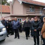 U ALEKSINCU VLADA OPŠTI MUK I JEZA Svi se pripremaju za poslednji pozdrav porodice Đokić (FOTO)